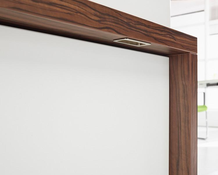 Tisch oder Sideboard Sometimes Detail Griff