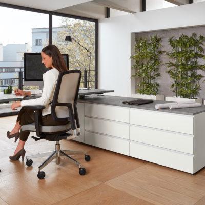 Arbeitsplatz Modell 0903 Bürodrehstuhl